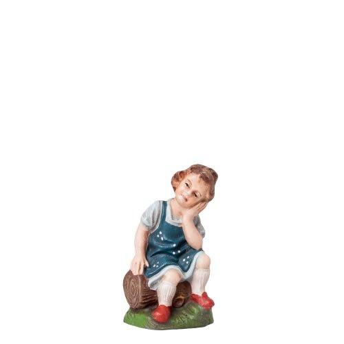 Mädchen auf Holzstamm sitzend, zu 10cm Figuren - Original MAROLIN® - Figur für Ihre Weihnachtspyramide oder Weihnachtskrippe  - Made in Germany