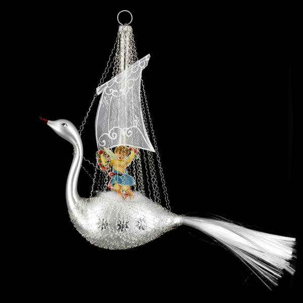 Swan with oblate and sails, silver matte
