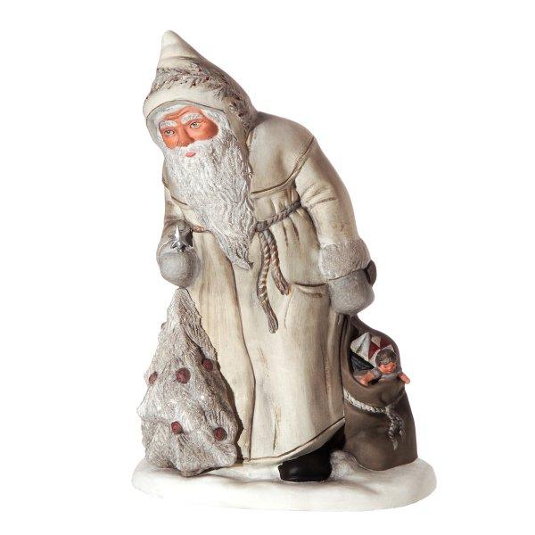 Nikolaus mit Christbaum und Sack, Weiß/Glimmer, in gebeizter Holzkiste, H=33cm