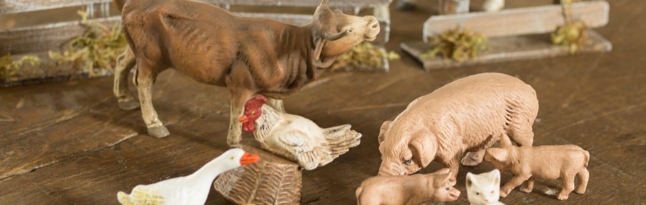 Animal figures from house & farm